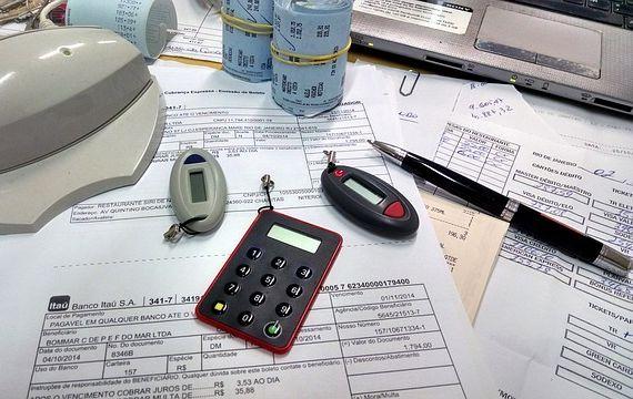 office-515984_640 crop